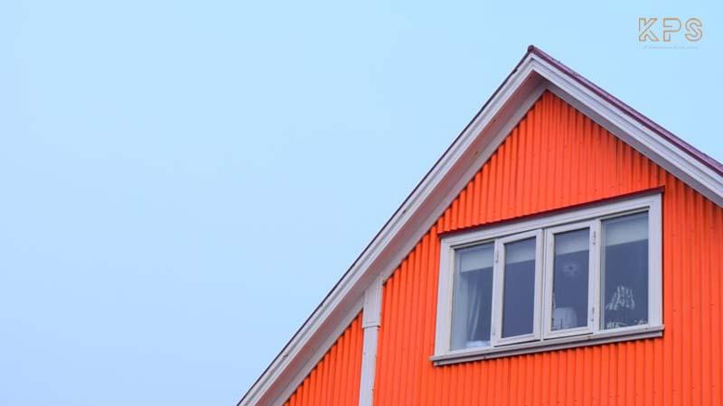 red iron building bangunan ramah lingkungan