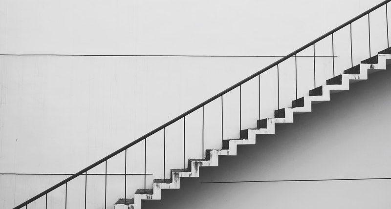 bangun tangga industrial minimalis tangga wiremesh